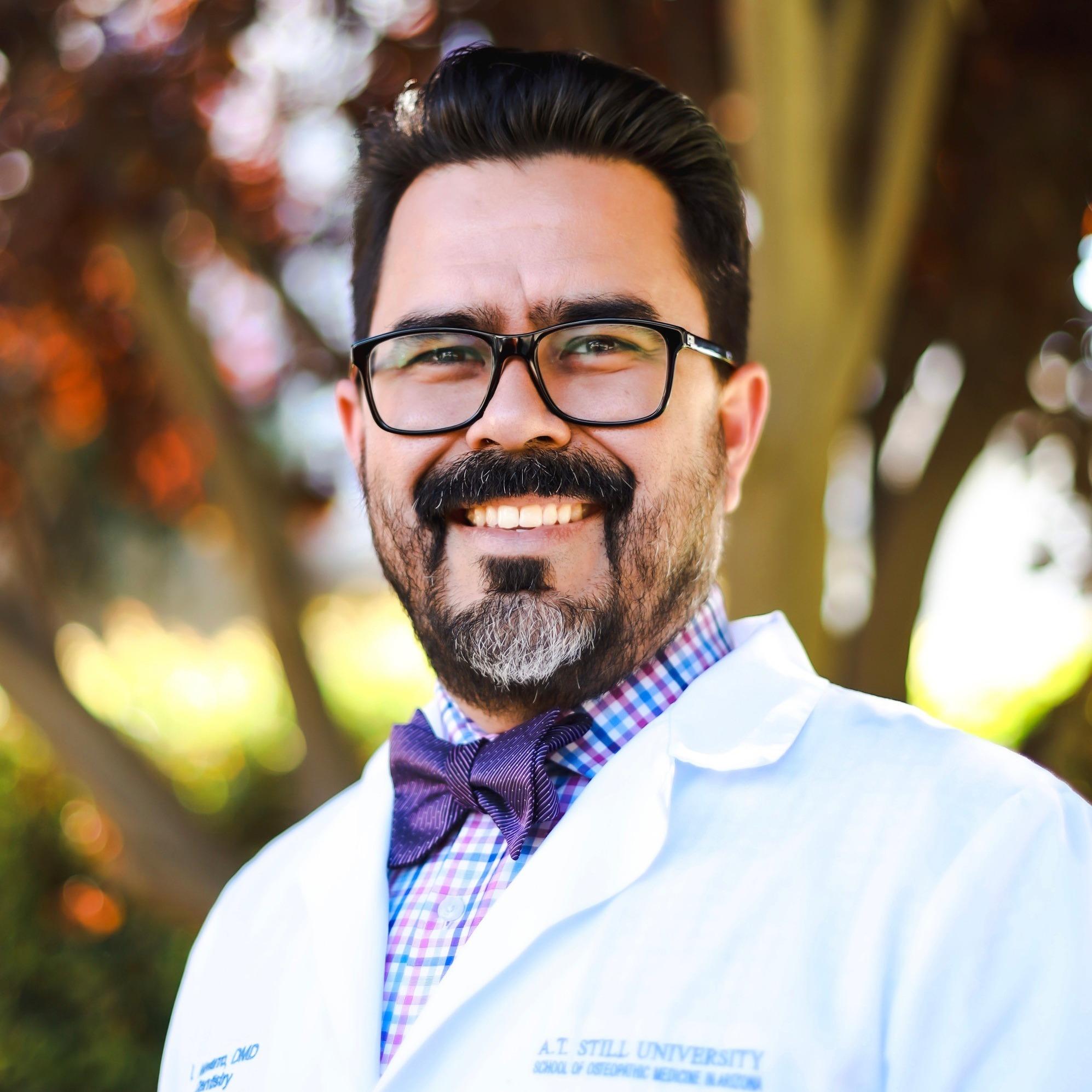 Dr. Isaac R Navarro