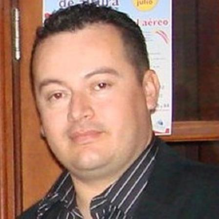 Dr. Luis E Real